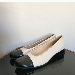 Salvatore Ferragamo Black and Cream Vera pump heel